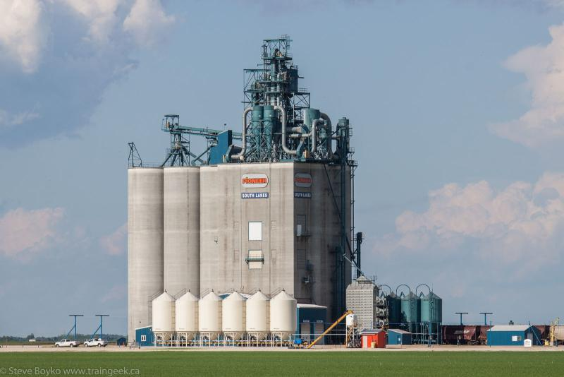 The South Lakes Pioneer grain elevator 2014/06/21