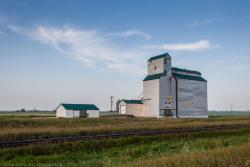 The grain elevator at Justice, Manitoba 2014/08/04