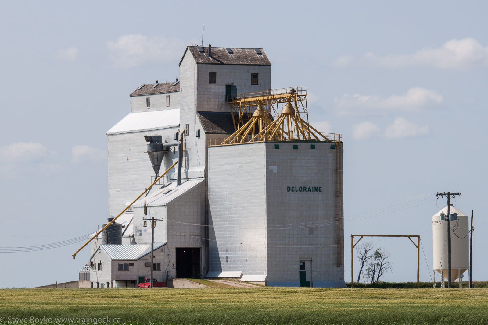The grain elevator in Deloraine, MB 2014/08/08