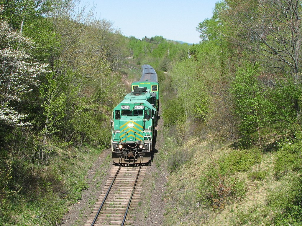 NBSR 9801 Excursion Train approaching Westfield Beach, NB 2007/05/27
