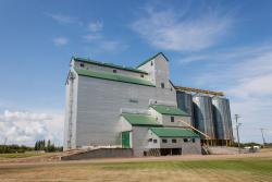 The ex Manitoba Pool grain elevator in Souris, MB 2014/08/09