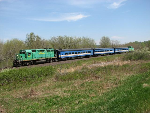 NB Southern excursion train near Welsford, 2007/05/27