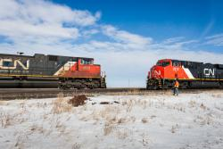 CN 8921 and CN 2910 meet at Lorette 2015/03/08