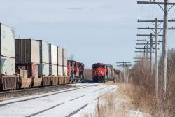 CN 2832 meets CN 8921 at Dufresne, MB 2015/03/08