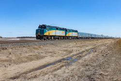 VIA 6417 near Winnipeg 2016/04/21
