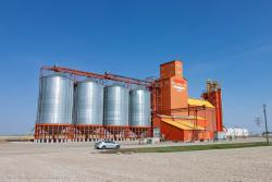 The Pioneer grain elevator in Vulcan, AB 2016/05/15