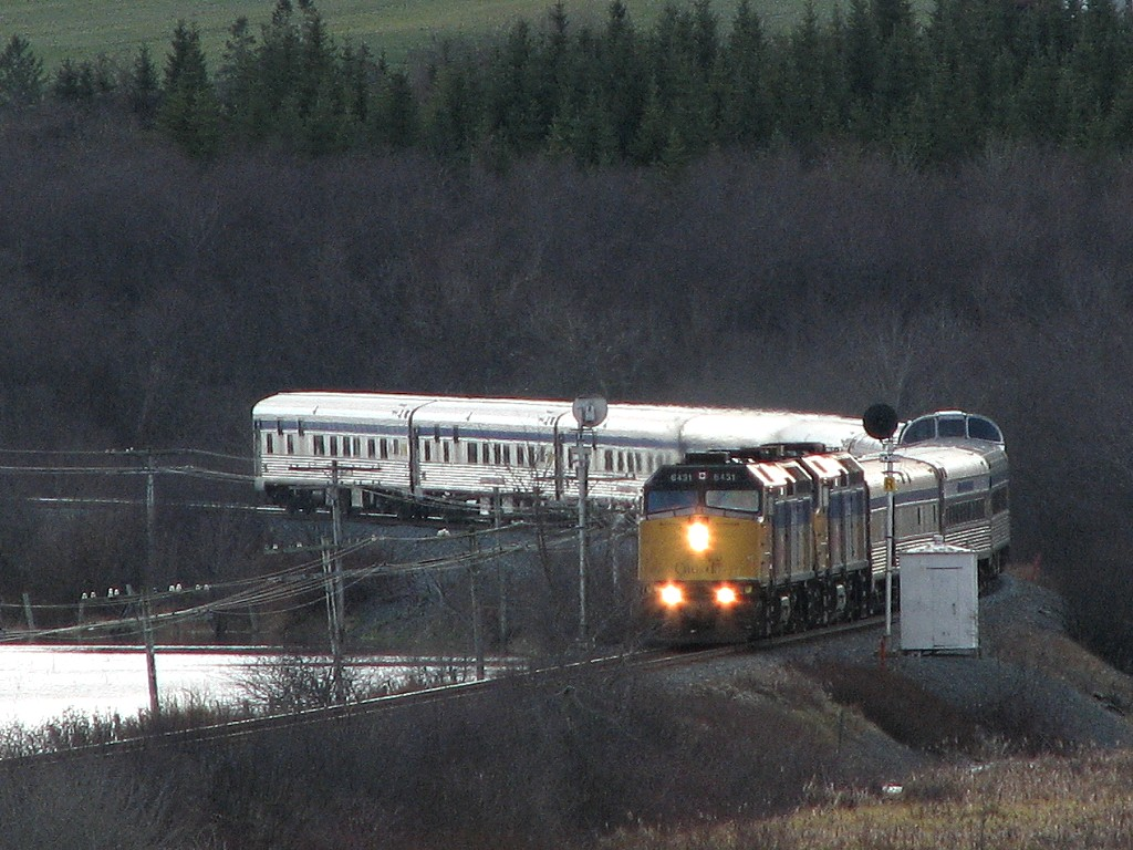 VIA 6431 on VIA 15 at Milford, NS 2007/11/17
