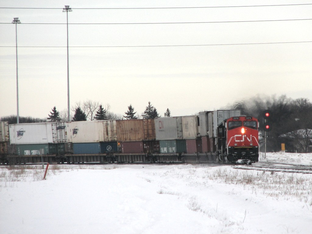 CN 2272 in Winnipeg, Manitoba 2007/12/26