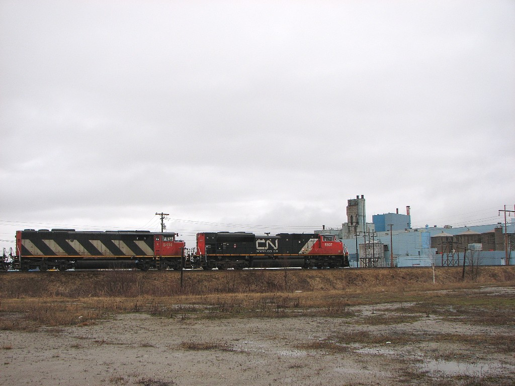 CN 8807 and 5414 in Miramichi, NB 2008/05/02