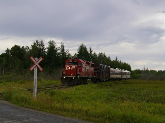 CP 3025 and the TEC train near St. Stephen, NB