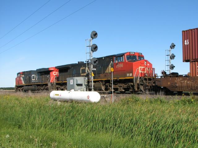 CN 2656 and 2220 in Diamond, Manitoba 2008/08/24