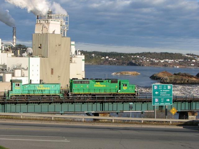 NBSR 2610 and 3702 on the Reversing Falls bridge, Saint John 2008/11/18