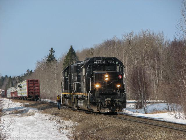 CFMG 6910 at Belledune, NB 2009/04/02