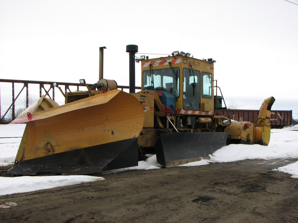 Plow 618-77 at Miramichi, NB 2009/04/02