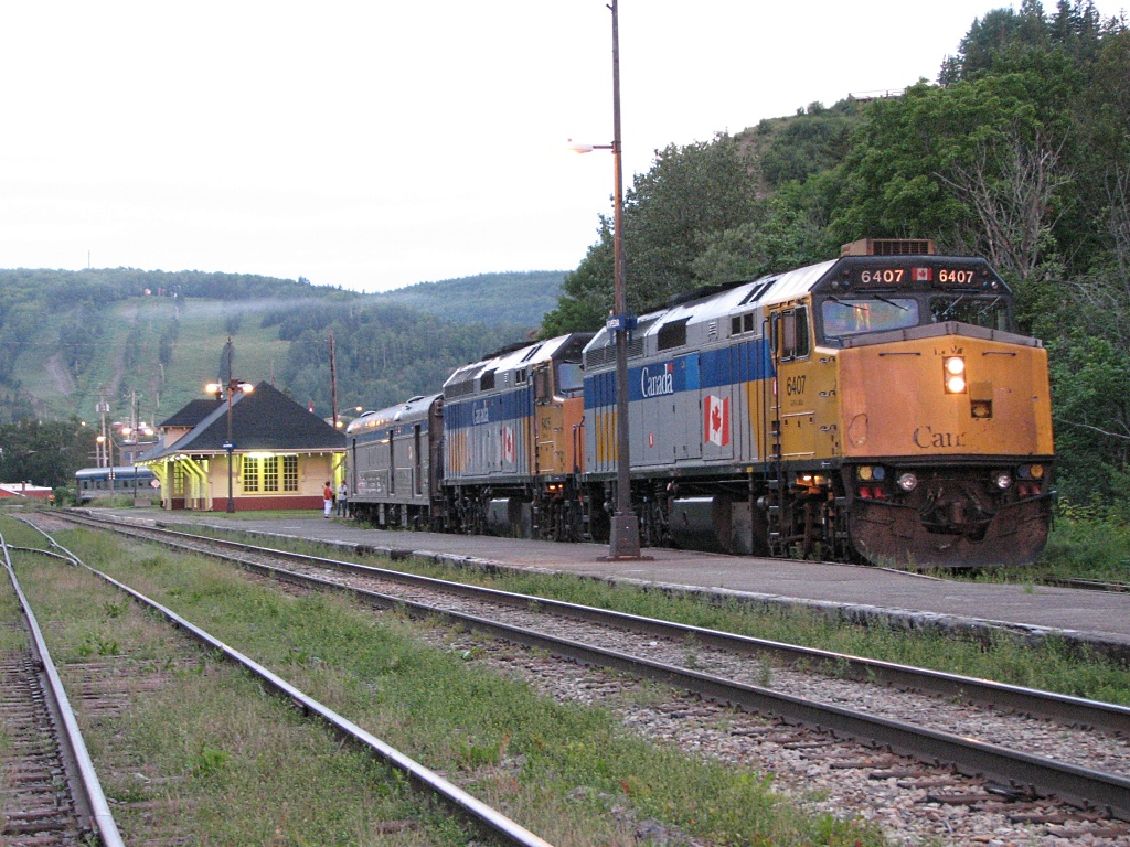 VIA 6407 and the Chaleur at Matapedia, Quebec 2007/08/11