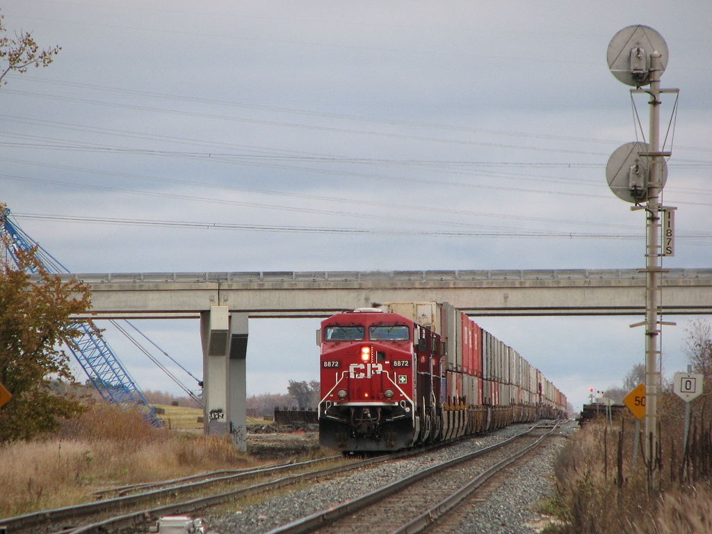 CP 8872 in Winnipeg, MB 2009/10/25