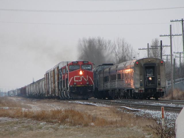 VIA and CN meet, Winnipeg
