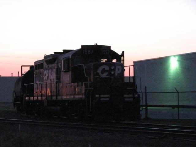 CP 1587 at sunset in Winnipeg