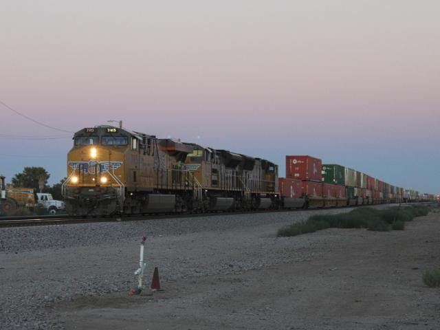 UP 7915 at sunset in Maricopa, Arizona