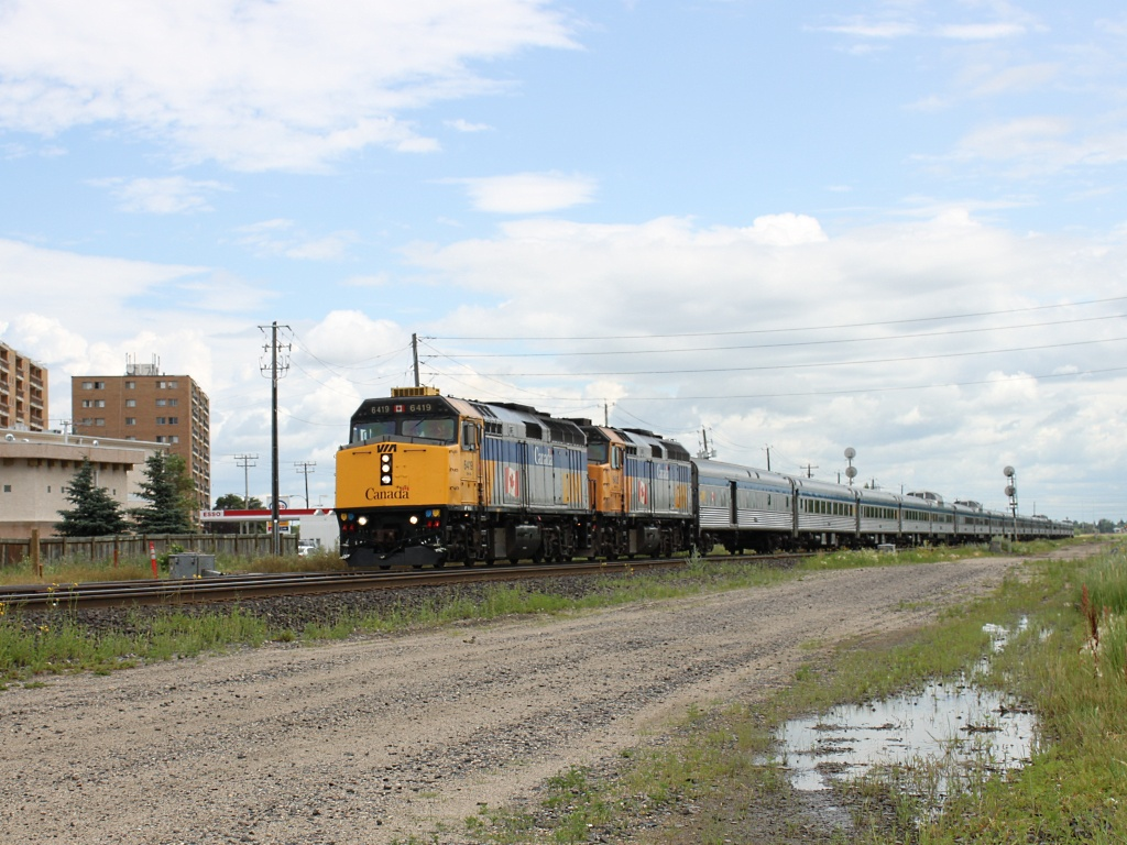 VIA 6419 in Winnipeg, MB 2010/07/15