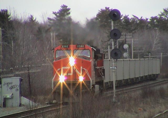 CN 2592 at Windsor Junction, NS 2004/04/22