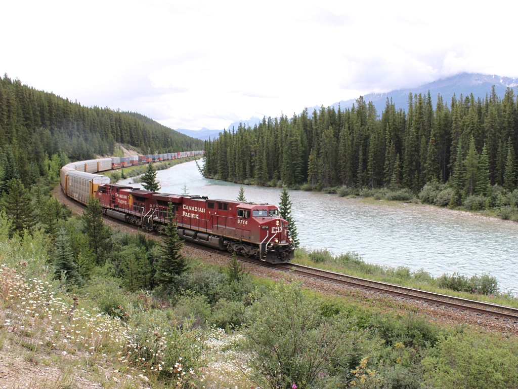 CP 8714 at Morant's Curve, AB 2010/08/09