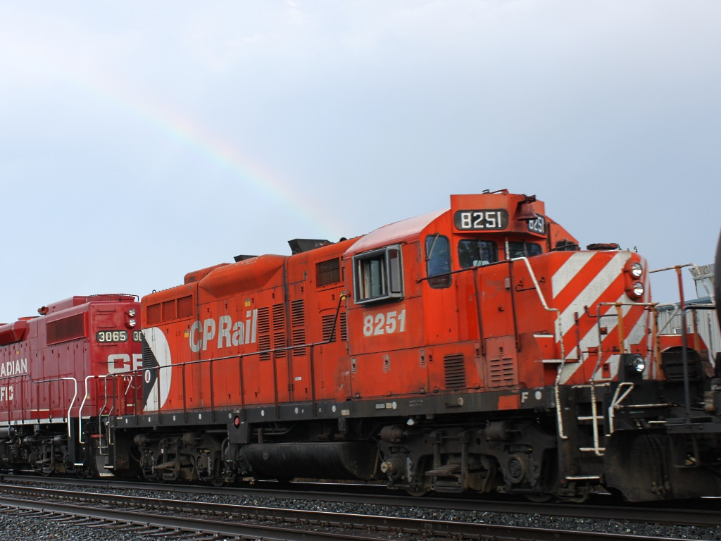 CP 8251 and Rainbow in Winnipeg, MB 2010/08/28