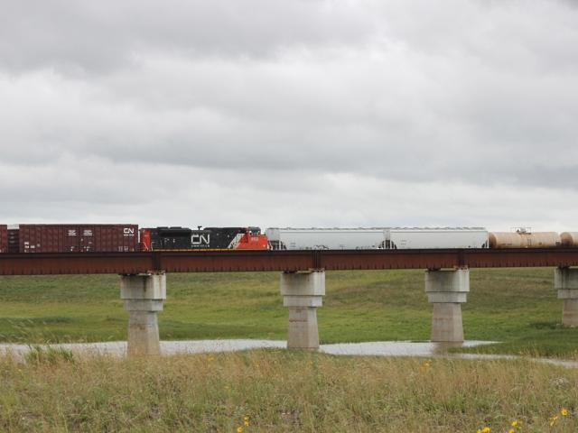 CN 8822 on the Floodway bridge, Winnipeg