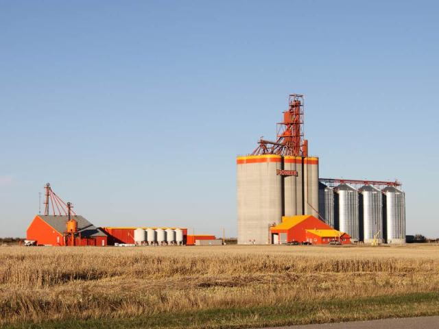 Pioneer elevator in Carseland AB