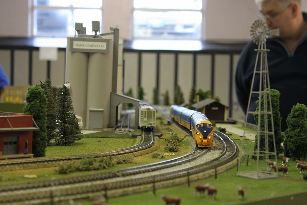 The Ontario Northlander on the Free-Mo layout