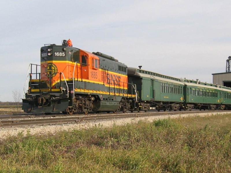 BNSF 1685 and train at the Prairie Dog Central. Photo by Jeff Keddy.