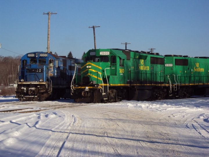 MMA 2000 and NBSR 2610 in McAdam, NB. Photo by Gary Lee