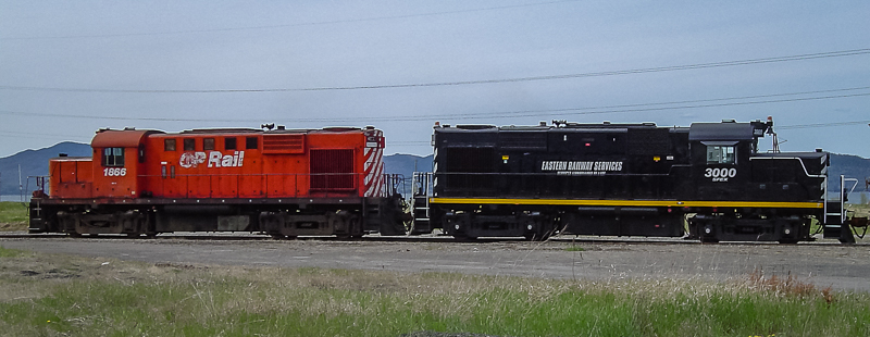 SFEX 3000 with NBEC 1866 in Dalhousie, NB, May 24, 2004. Copyright by Nicholas Kiss.