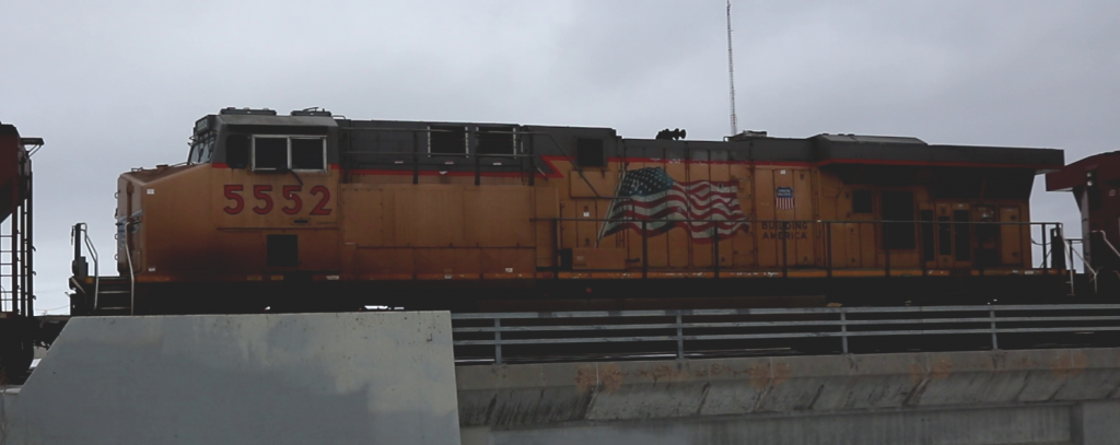 UP 5552 in the middle of an oil train