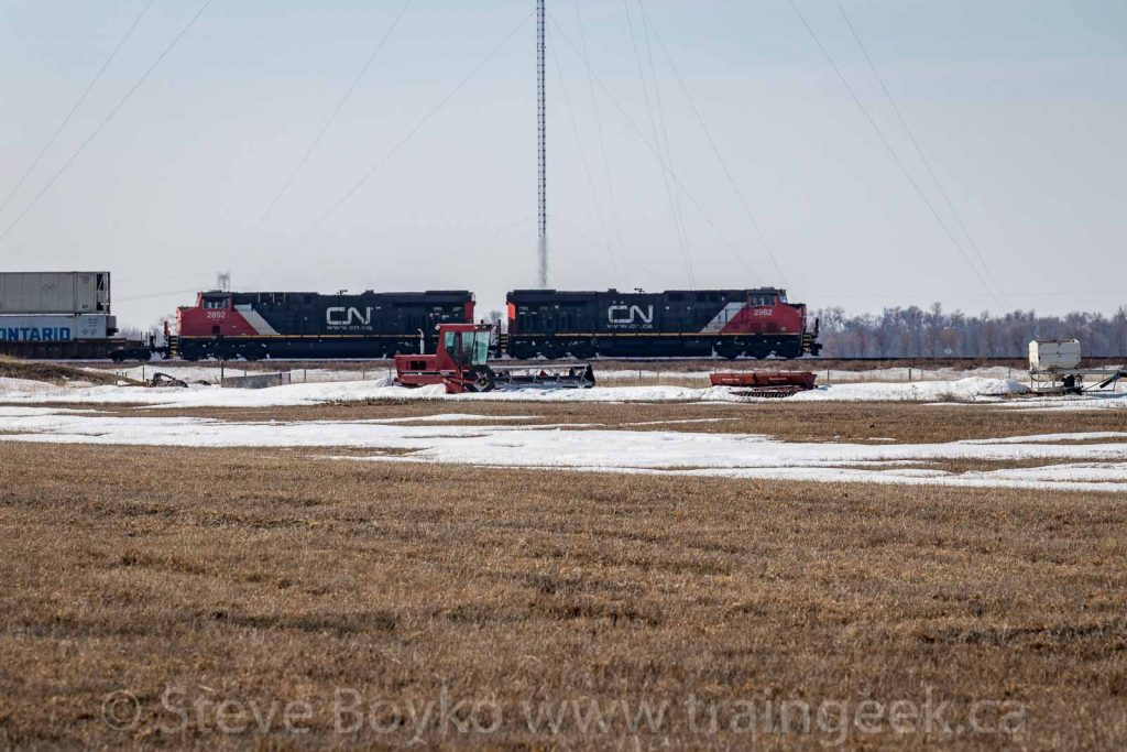 CN 2962 and 2892 heading west
