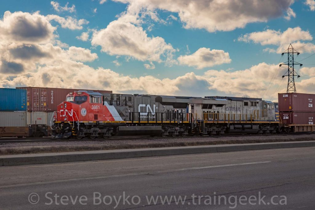 CN 3861 and a Citirail unit