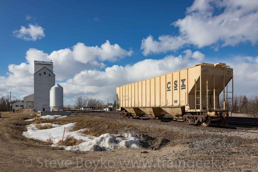 CSXT 256557 in Dufresne, Manitoba