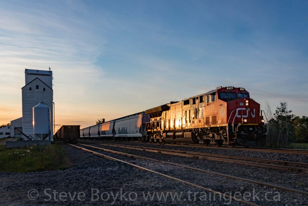 CN 3177 passing the grain elevator at Dufresne, Manitoba