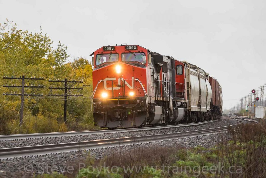 CN 2593 rounding the bend