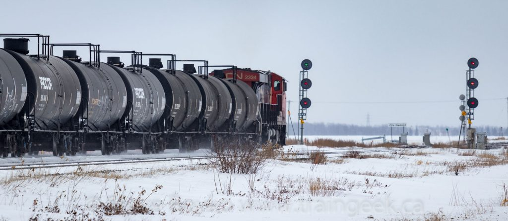 CN 2334 approaching the west-facing signals