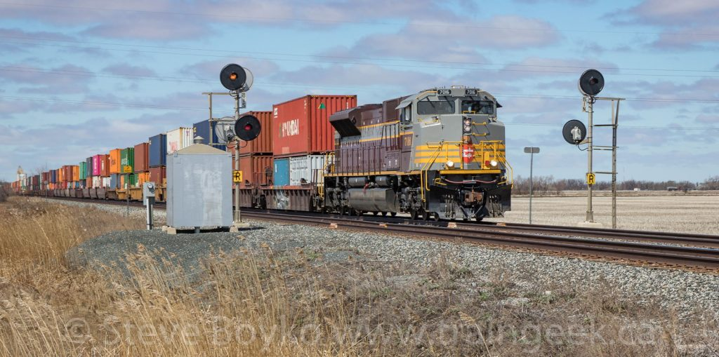 CP 7016 passing the mile 8.1 signals
