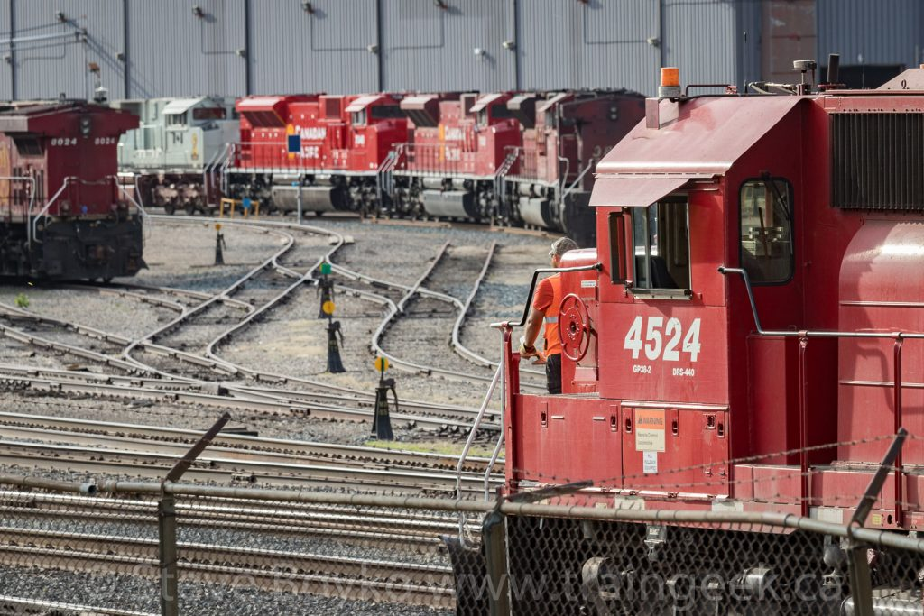 CP 4524 and the SD70ACUs