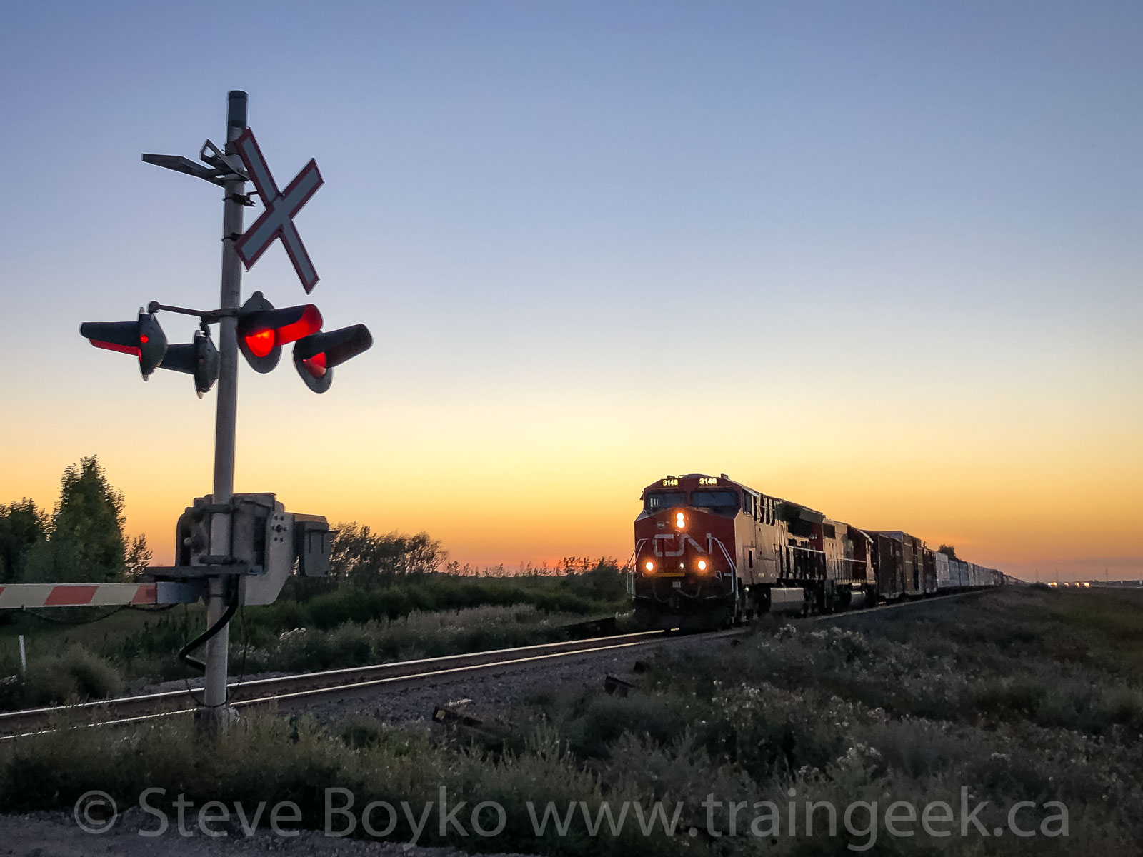CN 3148 approaching Lorette at sunset
