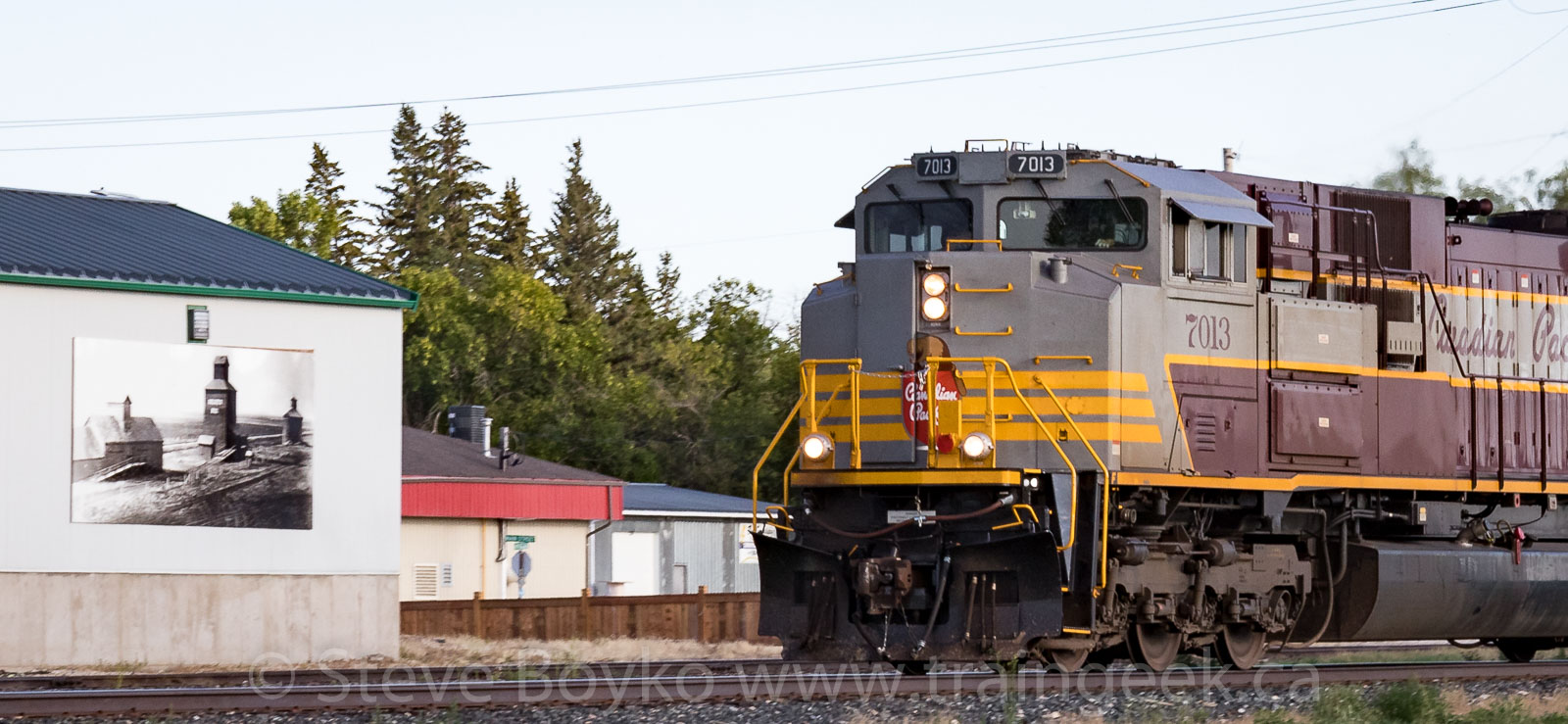 CP 7013 passing the heritage display in Niverville
