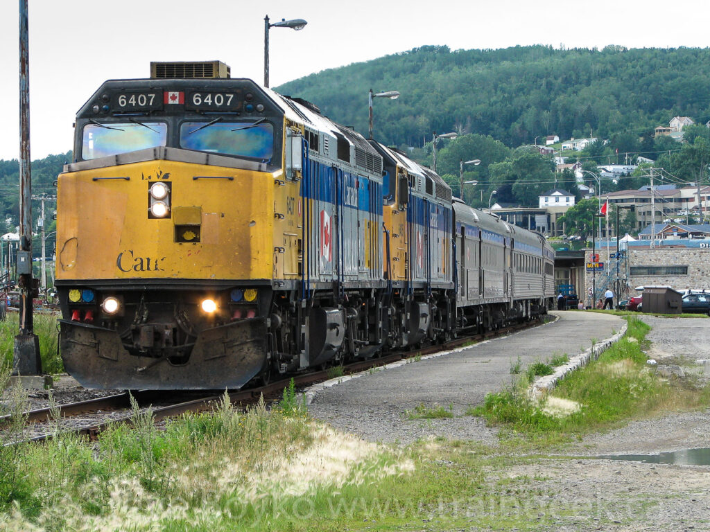 VIA 6407 at the Gaspé station