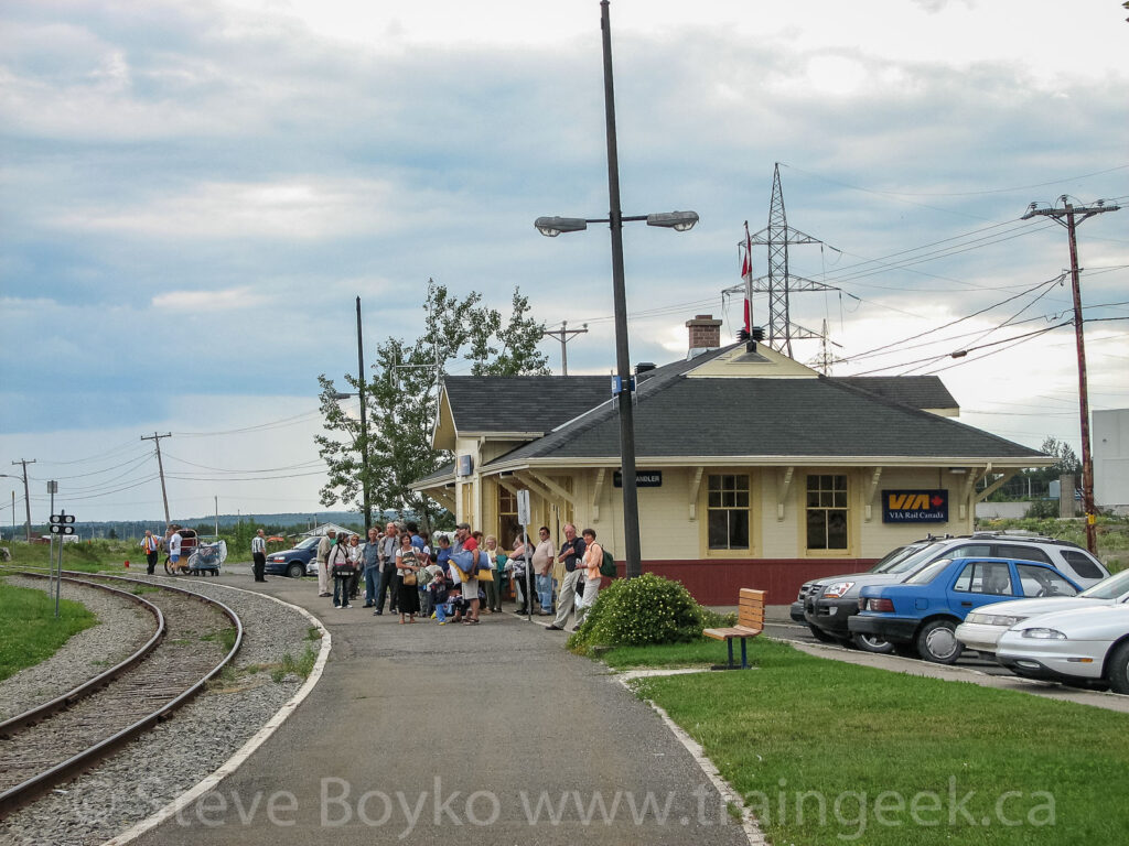 Many people waiting for the train in Chandler, Quebec