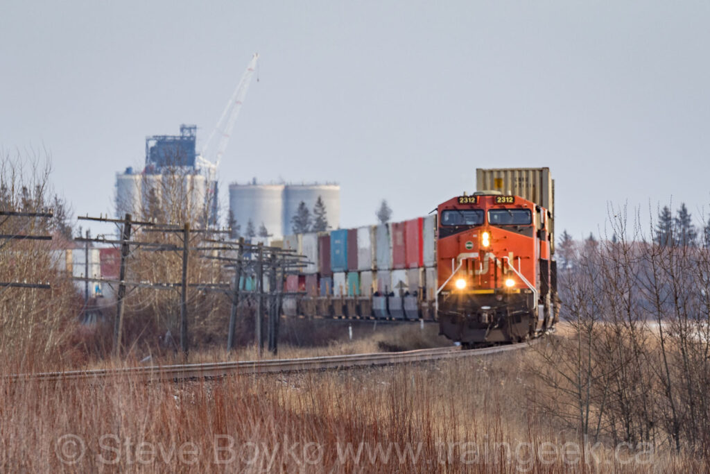 CN 2312 rounding the bend into Dugald