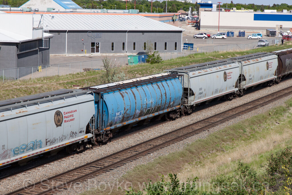 SOO 125116 in Lethbridge, AB, May 2016