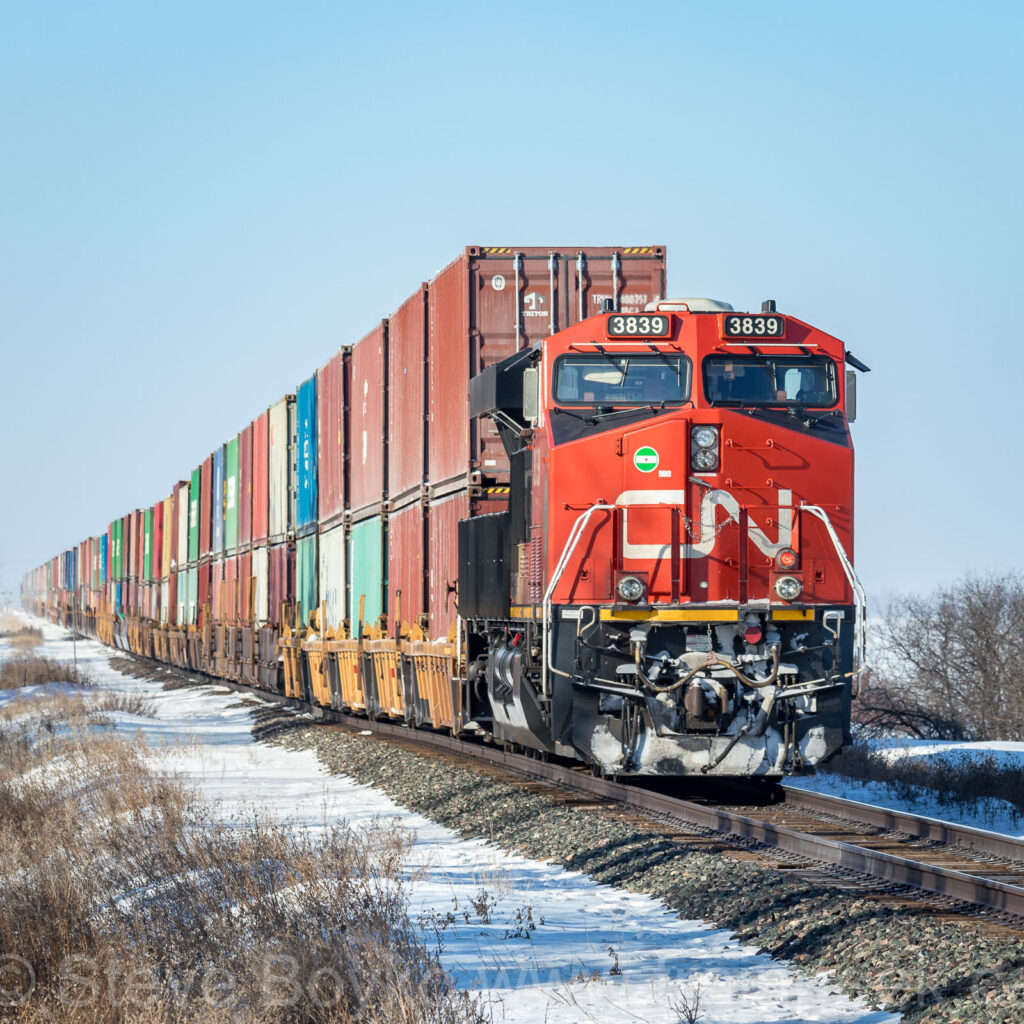 CN 3839 on the tail end