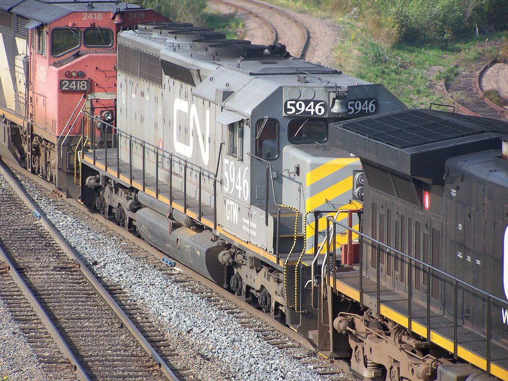GTW 5946 in Moncton, NB, Sep 2006. Copyright by Luc Doiron, used with permission.